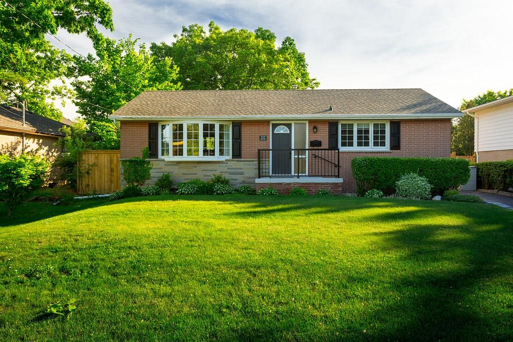Photo of: MLS# H4030675 212 FAIRFAX Place, Burlington |ListingID=6277